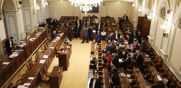 Sněmovna schválila vládě mimořádná opatření