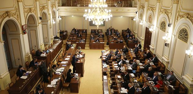 Poslance dnes zaměstnají interpelace a fiskální pakt