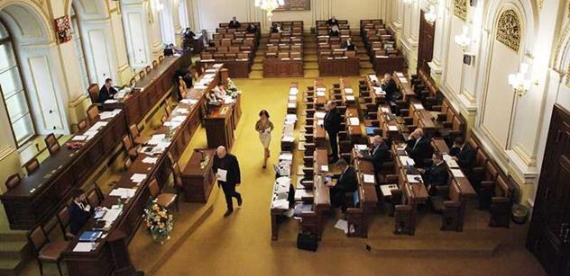 Poslanci budou jednat o evidenci tržeb, původu majetku i o ústavě