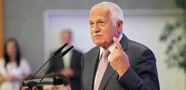Klaus zvedá prst nad intervencemi ČNB. Potřebujeme prý změnu