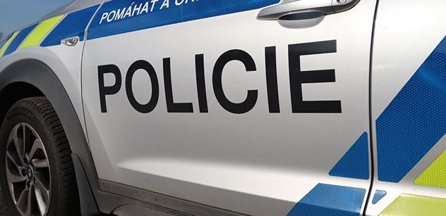 Policie: Promítání nápisu Velezrada na Hrad nebylo přestupkem ani trestným činem