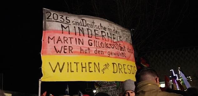 Na demonstraci Pegidy v Drážďanech přišly tisíce lidí