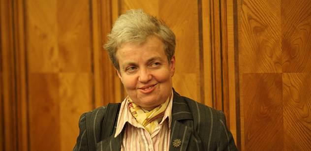 Předsedkyně SÚJB kvůli spotřebě papíru kolem služebního zákona zasadila strom