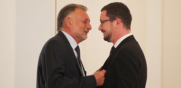 Soud přikázal Hradu: Řekněte té paní aktivistce, kolik berou Ovčáček, Mynář a další