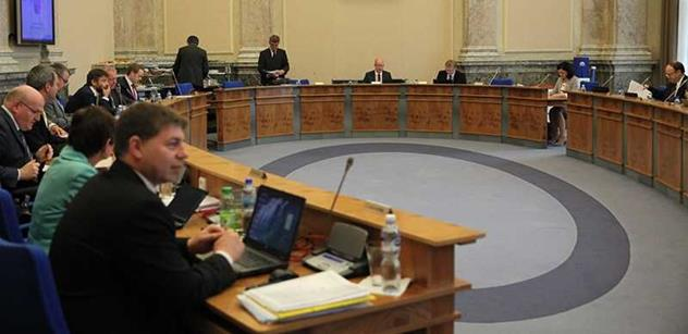 Vláda asi odmítne návrh úprav pro dávky na pomůcky postiženým