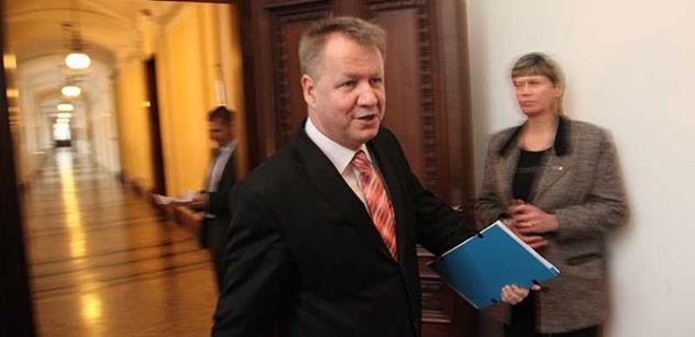 Ministr Němeček vyzývá: Očkujte se proti klíšťatům, léčba je pak pro systém drahá