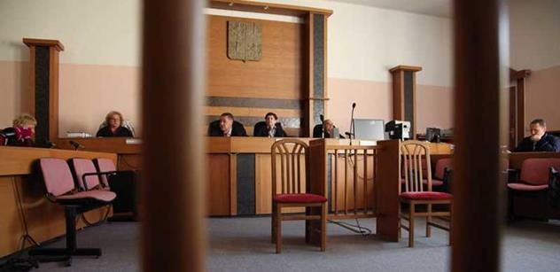Tři roky jsou moc, klient si zaslouží podmínku, říká Janouškův advokát