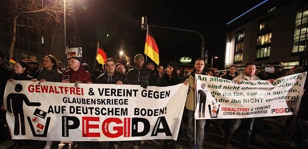 Paní Merkelová, tady je národ! Ne islámu, ne válce s Ruskem, ne Bruselu. Byli jsme na velké demonstraci v Drážďanech