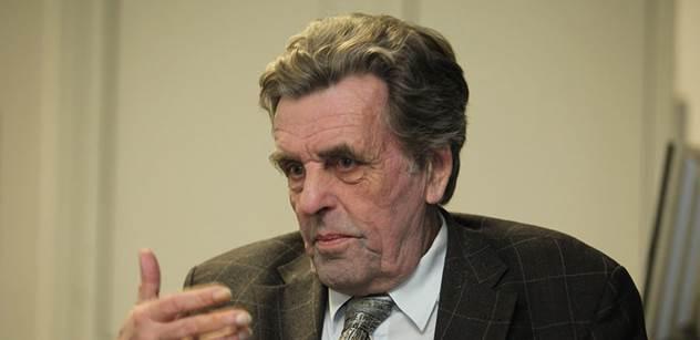 Jan Sokol, který mohl být našim prezidentem: Lidé  jako Chovanec snad ani netuší, co činí. Za postoj k uprchlíkům bychom se mělli stydět. A Zeman je nebezpečný cynik