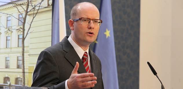 Premiér Sobotka před hlasováním o důvěře vládě představil programové priority