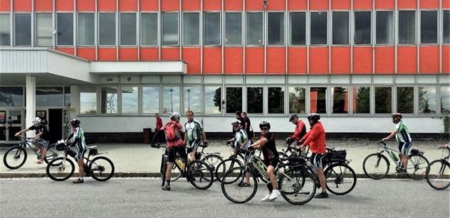 Nadace ČEZ: Cyklisté z Vysočiny pomohli získat finance na terapeutickou zahradu