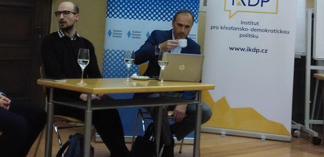 Ivan Pilip před hrstkou studentů: Najednou jsme zjistili, že se věci od našeho vstupu do EU vyvinuly jinak? Tak to ne. Smlouvy se mají plnit. Přijmout euro!