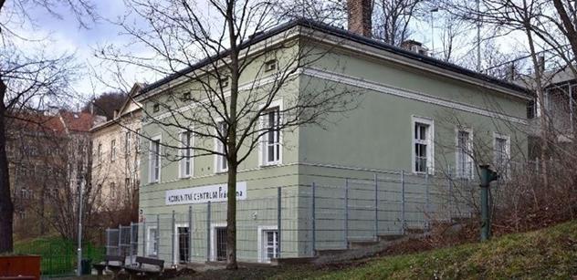 Praha 5: V Komunitním centru Prádelna a Louka se senioři vzdělávají i cvičí on-line