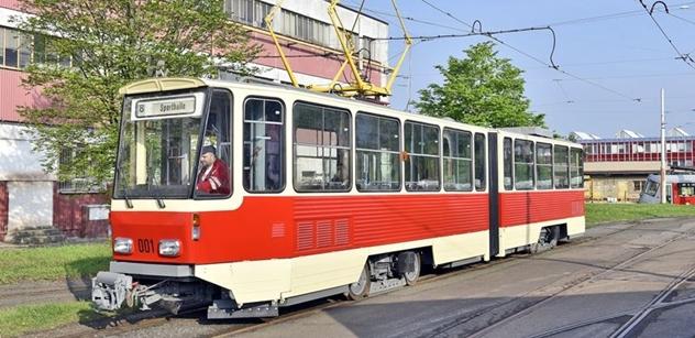 DPP dokončil opravu historické tramvaje KT4D pro Postupim