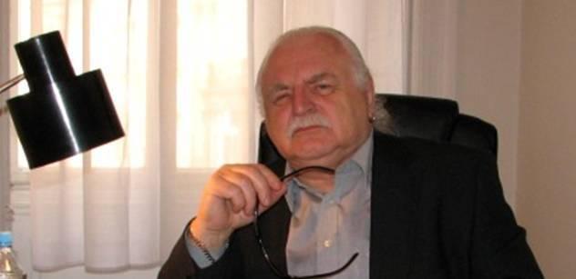 Profesor Knížák: Nechali jste Klause ugrilovat, nařkli jste ho z vlastizrady. A teď po něm něco chcete?
