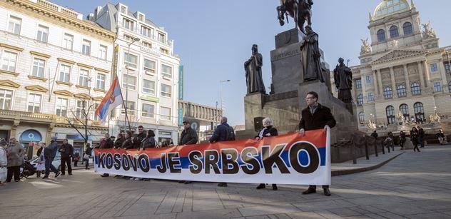 Primitive, zaostalý šovinisto. Tenistovi Djokovičovi nadávají kvůli písničce o Kosovu