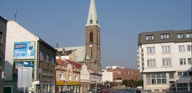 Kralupy nad Vltavou: Likvidace nefunkční kašny na Seifertově náměstí
