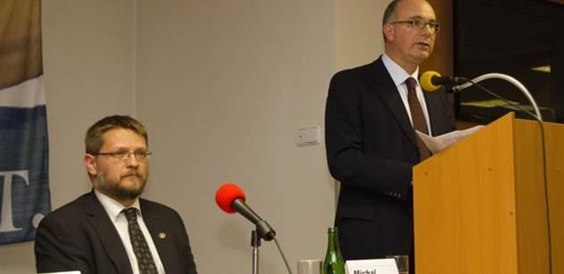 Teď přijde czexit. Referenda o vystoupení z EU uvidíme v dalších zemích. EU je hrozbou pro mír. Juncker je opilec. A Rusko... Přední britský euroskeptik nám toto řekl o výsledcích referenda