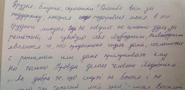 Máme motáky z ukrajinského vězení. Mlácení a další drsné zážitky novináře, kterého sebrali kvůli masakru v Oděse
