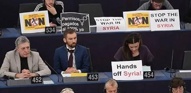 FOTO + VIDEO Zlé přivítání Emmanuela Macrona. Raději brzdil, pokud jde o Sýrii. Ale o rozdělení migrantů mluvil jasně
