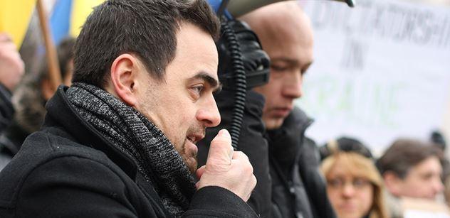 Na co se aktivisty Uhlíře v ČT nezeptali? Bandera a velmi zajímavé fotky...