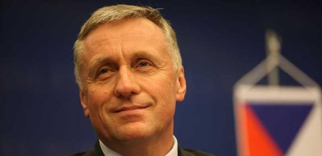 To je nenávist: Expremiér Topolánek květnatě stírá kandidáta Randáka