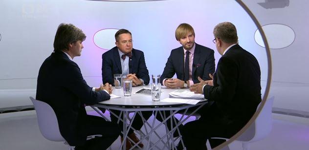 Kecá vám do toho premiér i ministr vnitra, posmíval se Moravec Vojtěchovi. A pak vytáhl vtip o Babišovi a mobilu