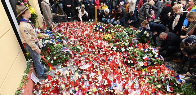 Tisíce lidí bez roušek. V Praze se protestovalo proti vládním opatřením
