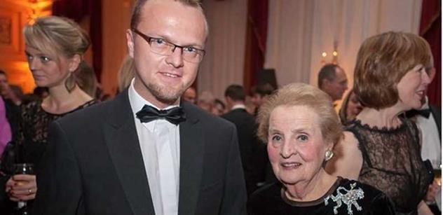 Madeleine Albrightová je šarmantní a úžasná dáma, napsal hejtman z USA. Hašek jel za inspirací do Ruska