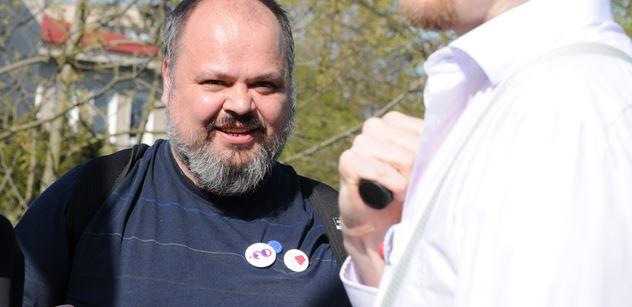 "Prase! útočí na Andreje Babiše ,,proslavený"" aktivista"