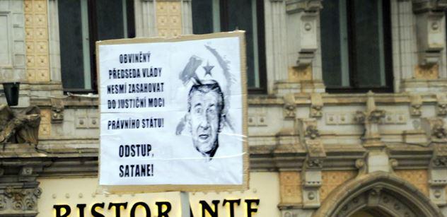 Demonstrace: Babiš má radši Agrofert než Česko. EU, konej, vyzval student v Liberci