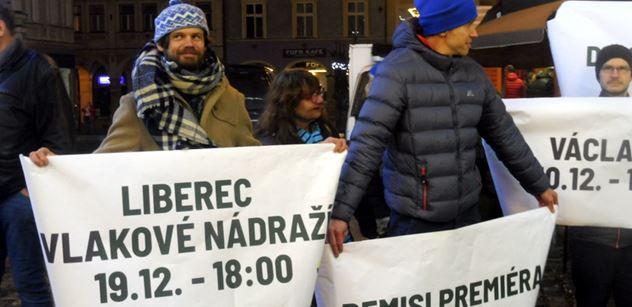 FOTO Den před Václavákem uspořádali v Liberci Babišovi mimořádné divadlo. Aby se lidé dozvěděli, jak krade