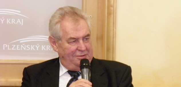 Zeman v Plzni: Jaceňuk je nebezpečný. Vím všechno, vy jste mi založili várku piva! Co jste to dali mé ženě? Vypadá to jak popelník