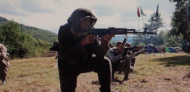 Banderovský výplach mozku a lekce terorismu od profíků z celého světa. Takto brutálně Ukrajina chystá mládež na válku s Ruskem. Máme i FOTO