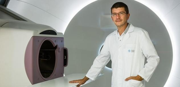 Jak rozpoznat rakovinu hlavy a krku, radí primář a zdravotní ředitel Protonového centra MUDr. Jiří Kubeš