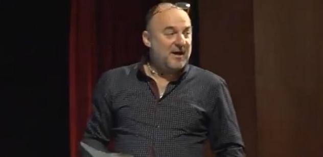 VIDEO Pitomci, vyhulený mozky... Bývalý bachař předvedl drsnou přednášku dětem ze základní školy. Věc pokračuje