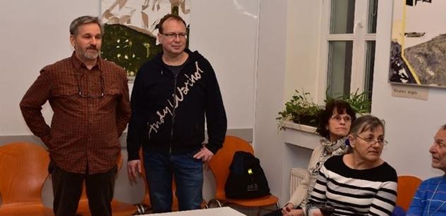 Praha 5: Petr Lachnit zahájil výstavu Papírová krajina v Komunitním centru Prádelna