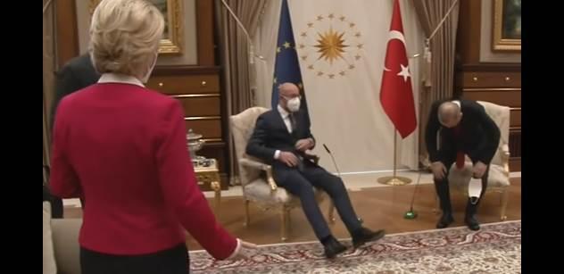 VIDEO Leyenovou na jednání v Turecku odstrčili bokem. Nelíbilo se jí to