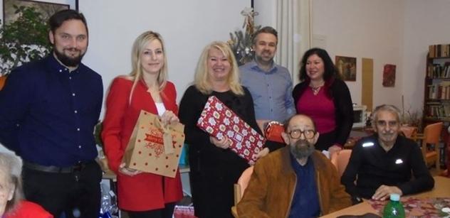 """Praha 5: Vánoční """"Strom splněných přání"""" pro osamělé seniory"""