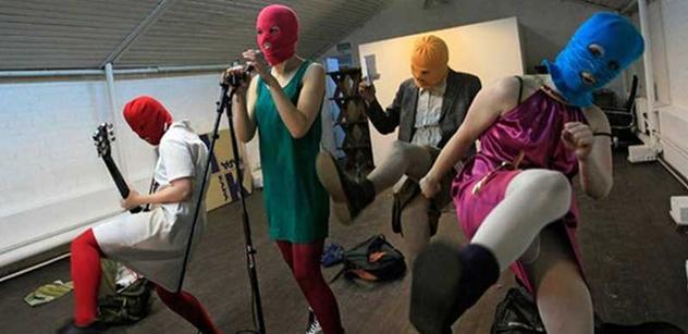 Petice za osvobození Pussy Riot, kterou podepsalo téměř 900 lidí, na internetu