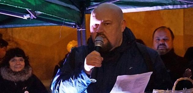 """Akce Antizeman není otázkou důvěry k Drahošovi, spíše otázkou nedůvěry k Zemanovi, přiznává autor písně """"Ruský šváb"""""""