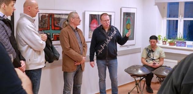 Praha 5: Petr Lachnit zahájil výstavu obrazů Miroslava Pangráce v Komunitním centru Prádelna