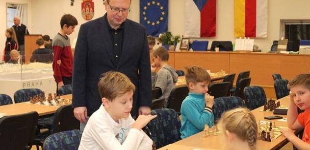"""Praha 5: Petr Lachnit zahájil šachový turnaj """"Memoriál Jana Weisgraba"""""""