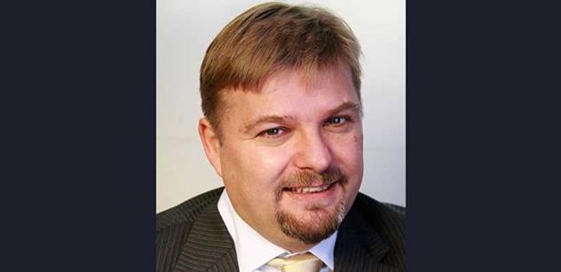 Udělejme z Česka daňový ráj. Zrušit minimální mzdu, povolit švarcsystém, kníže do důchodu, hlásí pravicový kandidát