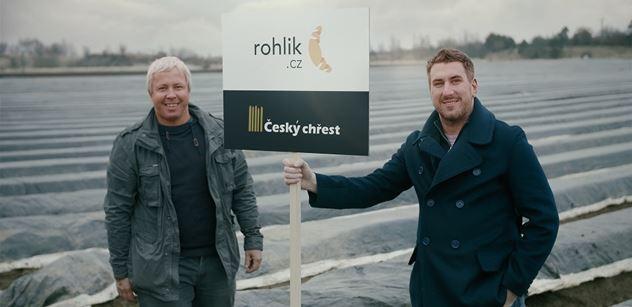 Rohlik.cz jako první online supermarket doručuje přímo z pole. Čerstvý chřest přiveze do domácností rovnou po sklizení