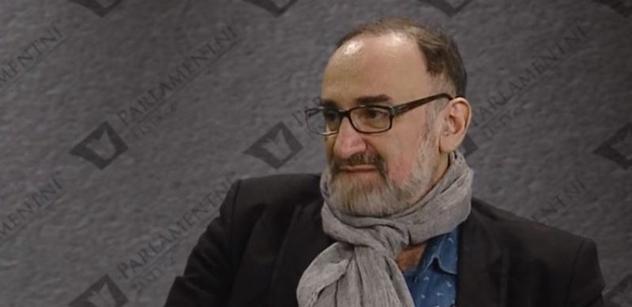 VIDEO Vzkaz Tomáši Halíkovi z Pražské kavárny: Kněží by se měli držet svého kopyta, ne vstupovat do politiky, říká Stanislav Novotný