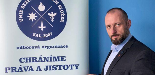 """Předseda policejních odborů k """"zakleknutí"""" v Uherském Hradišti: Bylo to jinak, než pán tvrdil. Kamerový záznam jako důkaz"""