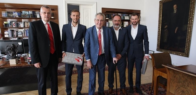 Prezident Miloš Zeman přijal úspěšné fotbalisty SK Slavia Praha