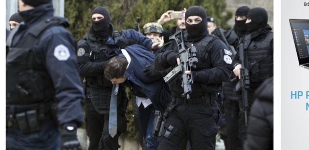 VIDEO Desítky těžkooděnců, slzný plyn, granáty. Albánci v Kosovu začali řádit, západní média i politici o tom mlčí
