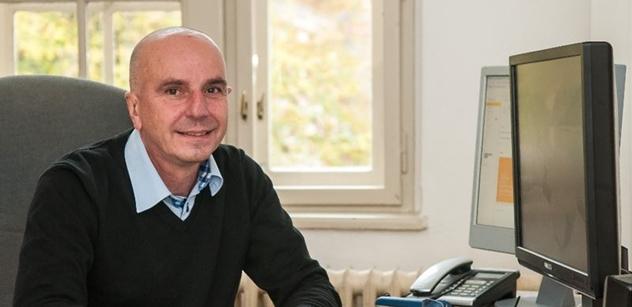 Senátor rebel z ČSSD. Odmítá zdanění církevních restitucí, v rozhlase vysvětloval důvody